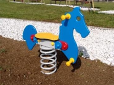 Proizvodimo igračke na oprugu, sa različitim motivima: konjići, zečevi i dr.